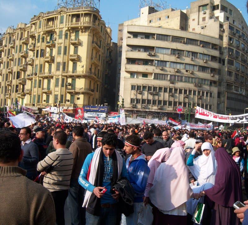 La gente che protesta nel quadrato del tahrir fotografie stock libere da diritti