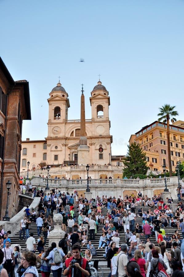 La gente che si siede sullo Spagnolo fa un passo su Septs a Roma immagini stock