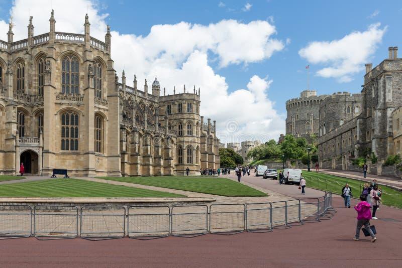 La gente che visita Windsor Castle, regina della casa di campagna dell'Inghilterra fotografie stock