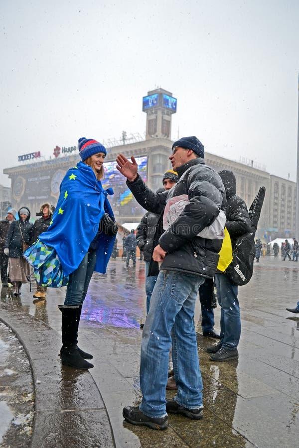 La gente comunica sull'euro riunione maidan a Kiev, Ucraina, immagini stock libere da diritti