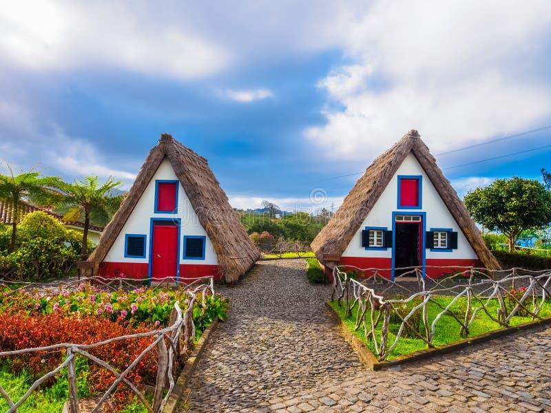 La gente contiene el pueblo de Santana, Madeira fotos de archivo