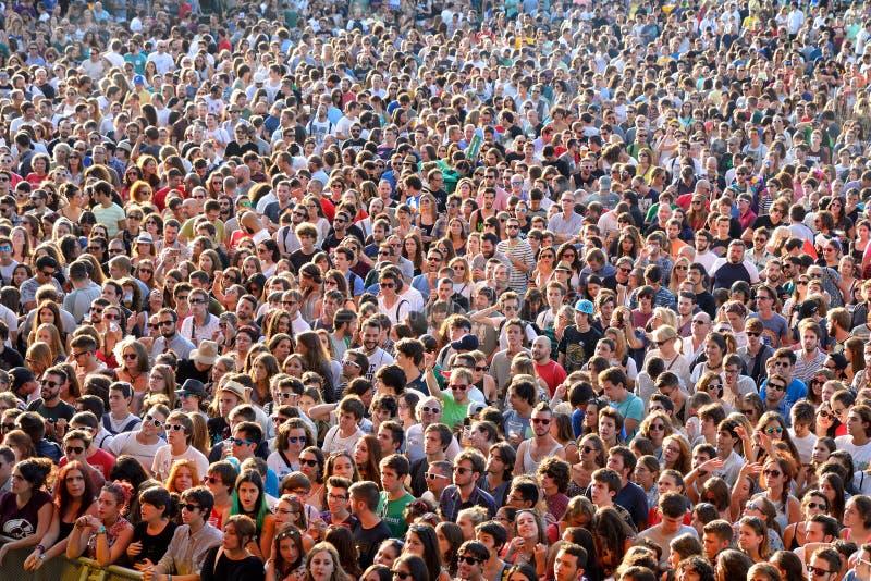 La gente dal pubblico in una manifestazione al festival di Dcode fotografia stock libera da diritti