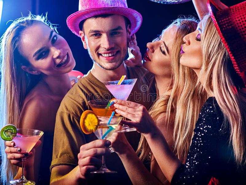 La gente del gruppo del partito di ballo Come sia alfa maschio al club fotografia stock libera da diritti