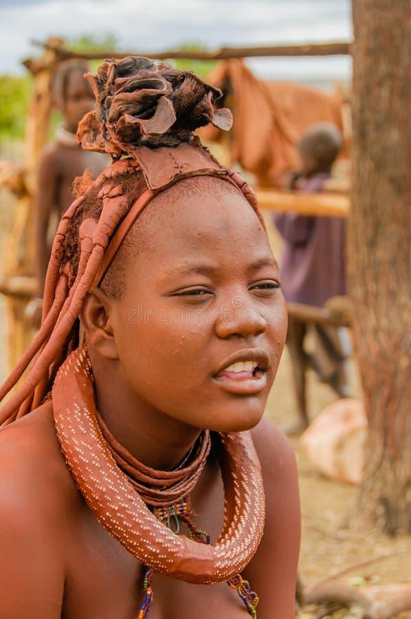 La gente del mondo - ragazza di Himba immagine stock libera da diritti