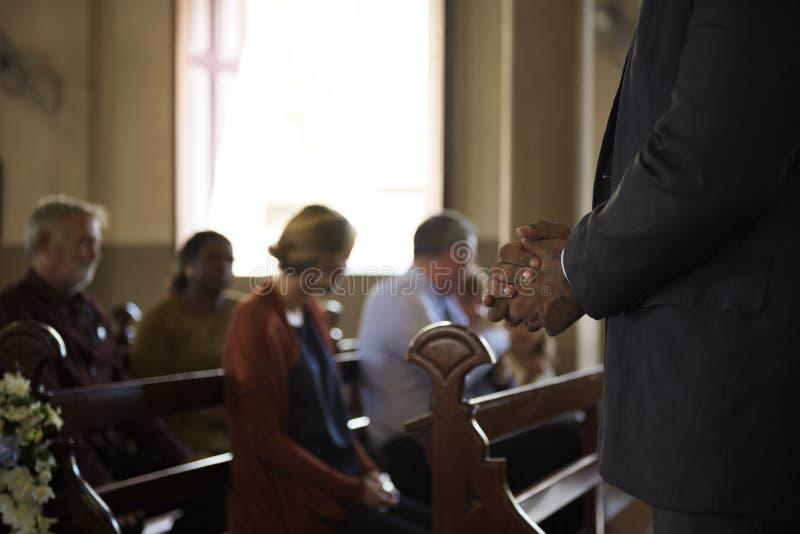 La gente della chiesa crede la fede religiosa immagine stock