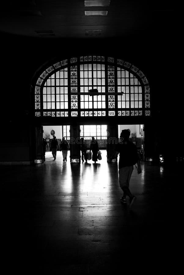 Download La gente della siluetta immagine stock. Immagine di partenza - 27609117