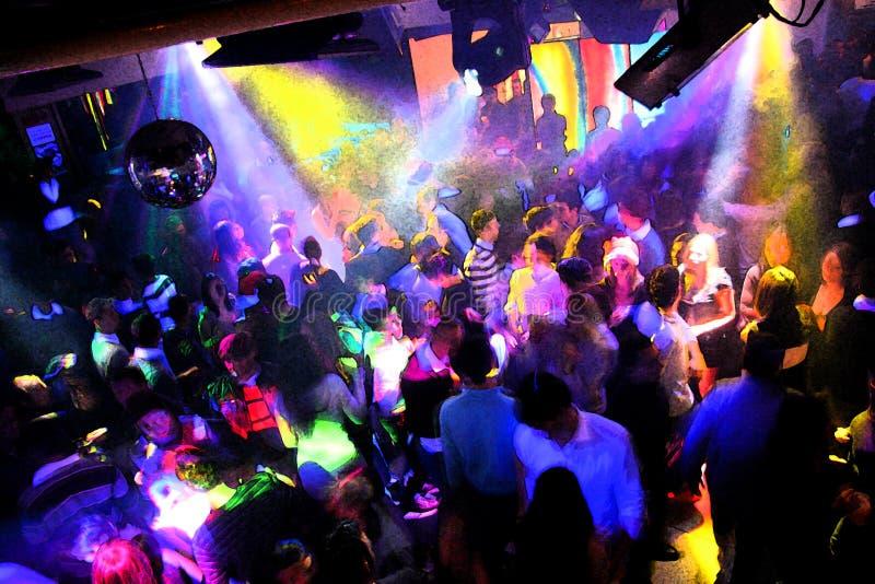 La gente di Dancing della discoteca fotografia stock libera da diritti