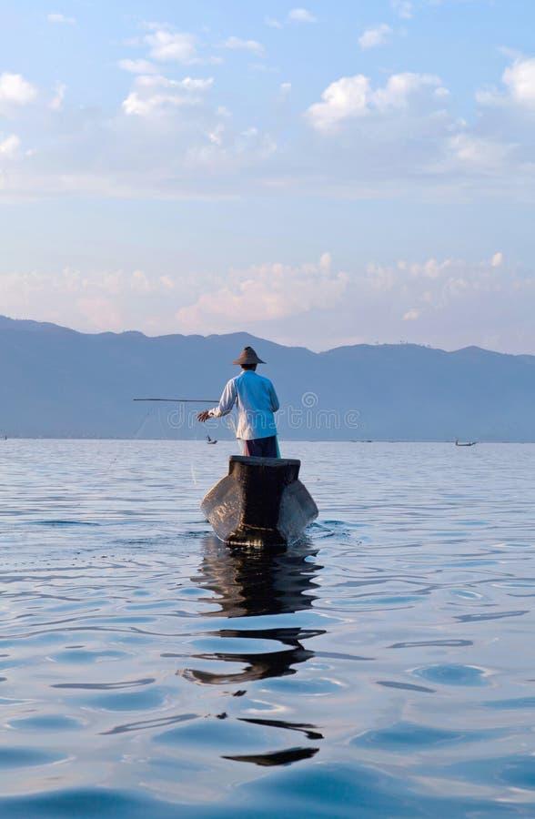 La gente di Intha sul lago Inle in Shan State del Myanmar fotografia stock libera da diritti
