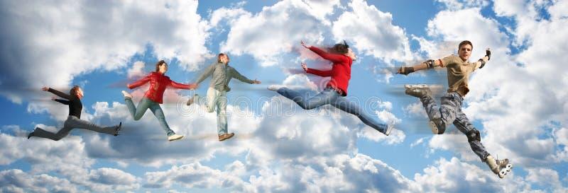 La gente di volo sul collage di panorama della nube del cielo fotografie stock libere da diritti