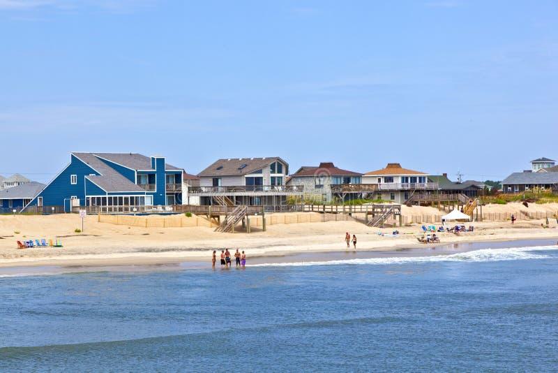 La gente en la playa en quejas dirige en Outer Banks fotografía de archivo libre de regalías
