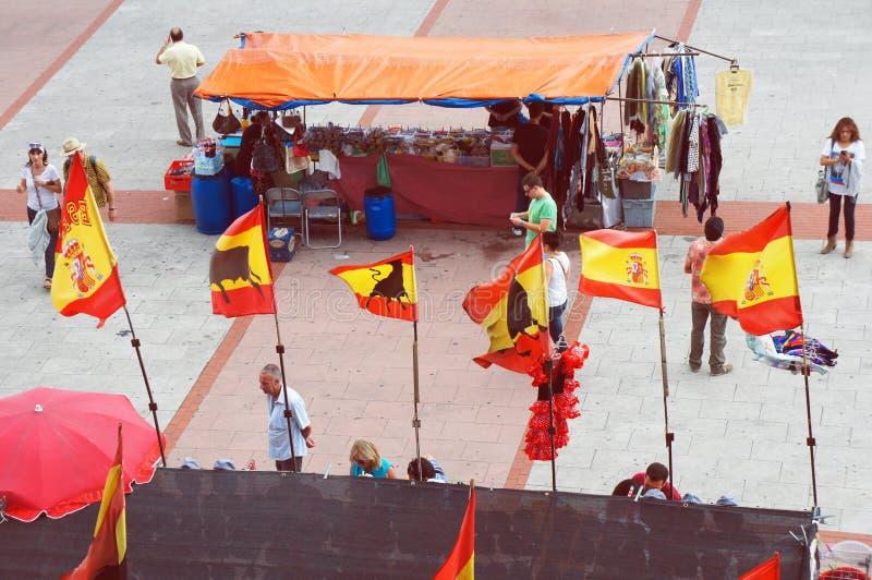 La gente en la plaza de la arena de Las Ventas antes de la tauromaquia muestra fotografía de archivo