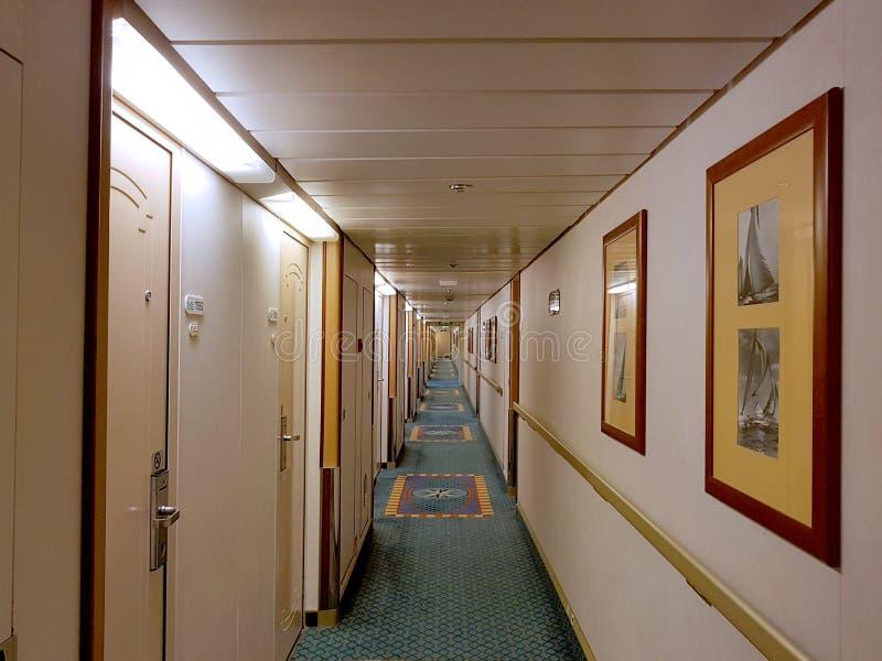 La gente goza del monarca del barco de cruceros que viaja a Aruba, a Bonaire, a curaçao, a Panamá y a Cartagena imágenes de archivo libres de regalías