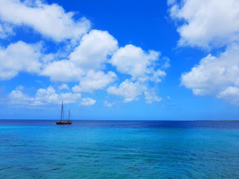 La gente goza del monarca del barco de cruceros que viaja a Aruba, a Bonaire, a curaçao, a Panamá y a Cartagena fotografía de archivo libre de regalías