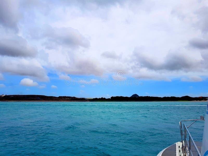 La gente goza del monarca del barco de cruceros que viaja a Aruba, a Bonaire, a curaçao, a Panamá y a Cartagena fotos de archivo libres de regalías