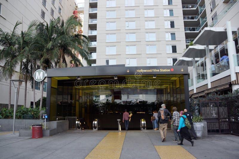La gente incorpora la estación de metro de la vid de Hollywood/ fotografía de archivo