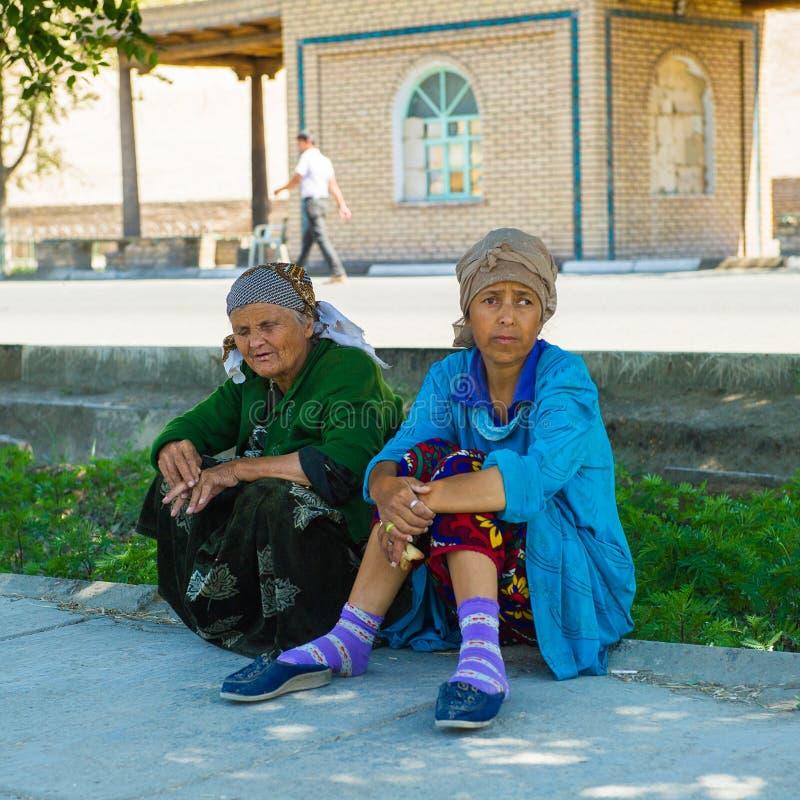La gente in KHIVA, l'UZBEKISTAN immagine stock