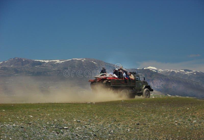 La gente mongol se traslada al nuevo lugar de la vida imagen de archivo libre de regalías