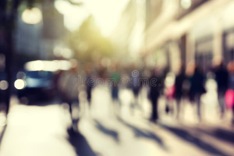 La gente nel bokeh, via fotografia stock libera da diritti