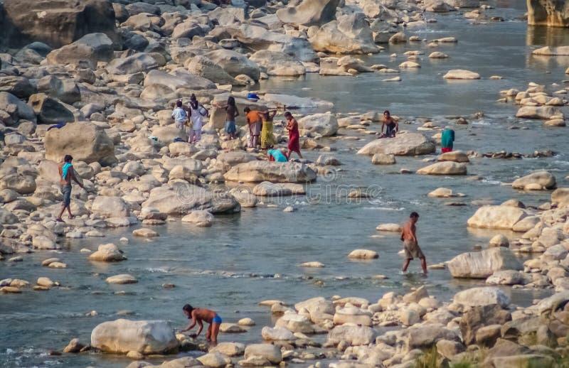 La gente nel fiume immagine stock libera da diritti