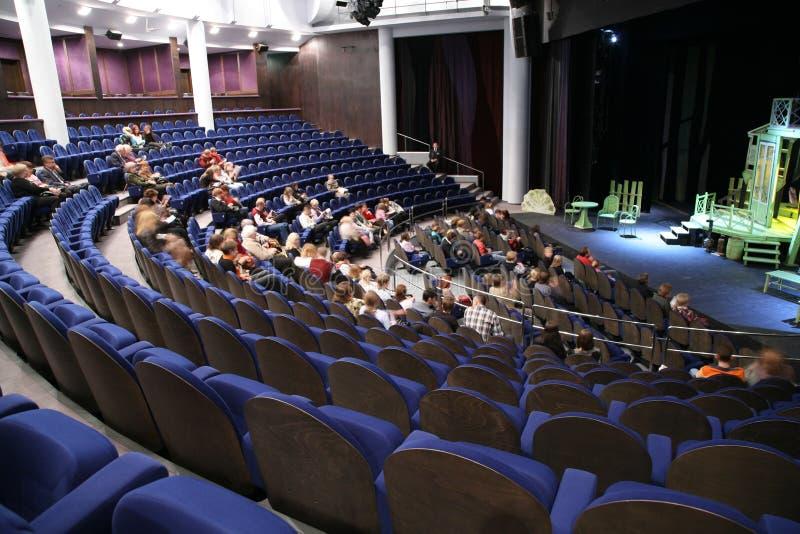 La gente nel teatro immagine stock libera da diritti