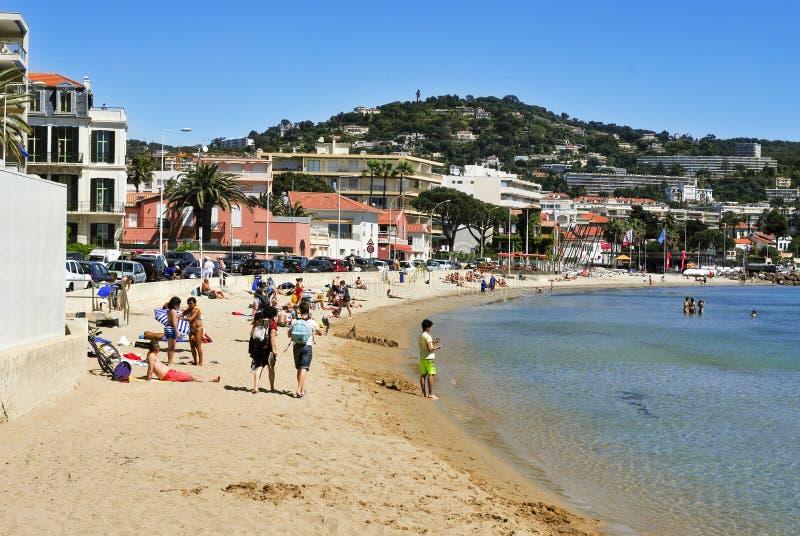 La gente nella spiaggia del rossetto di Moure a Cannes, Francia fotografia stock libera da diritti