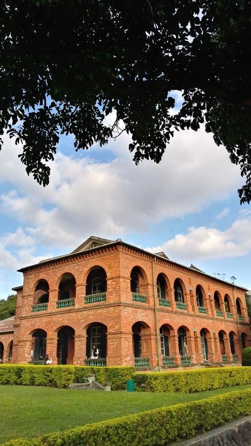 La gente no identificada visita la residencia británica anterior Tam del consulado fotos de archivo libres de regalías