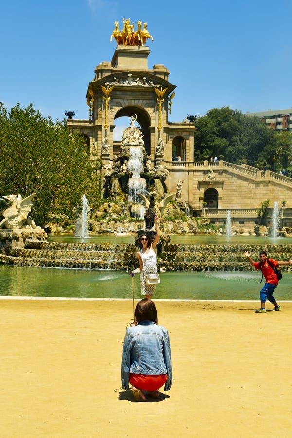 La gente a Parc de la Ciutadella a Barcellona, Spagna immagini stock libere da diritti