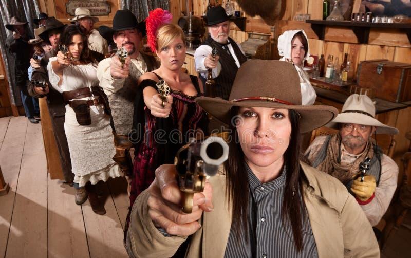 La gente pericolosa in barra indica le loro pistole immagini stock libere da diritti