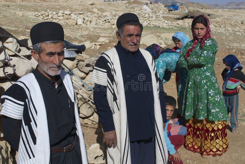 La gente porta i vestiti tradizionali circa Ispahan, Iran immagini stock