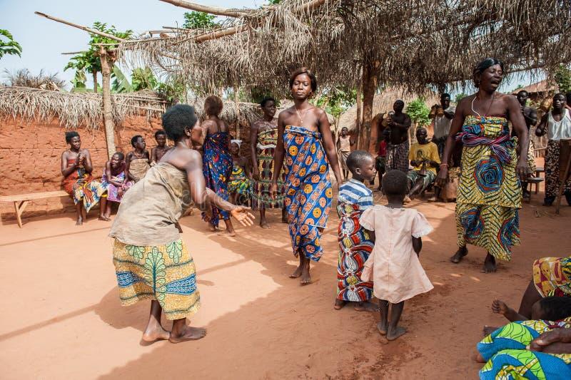 La gente in PORTO-NOVO, BENIN immagini stock