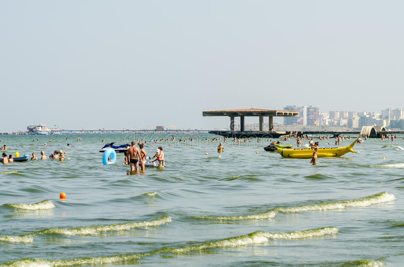 La gente se divierte en el Mar Negro fotos de archivo