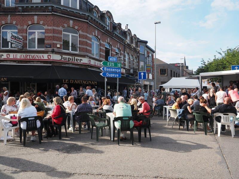 La gente sui terrazzi in vice, Belgio fotografie stock