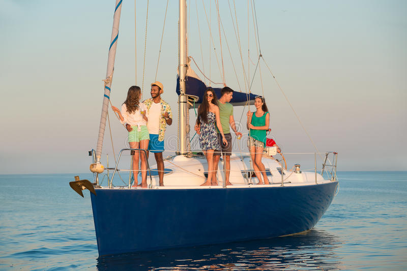 La gente sull'yacht immagini stock