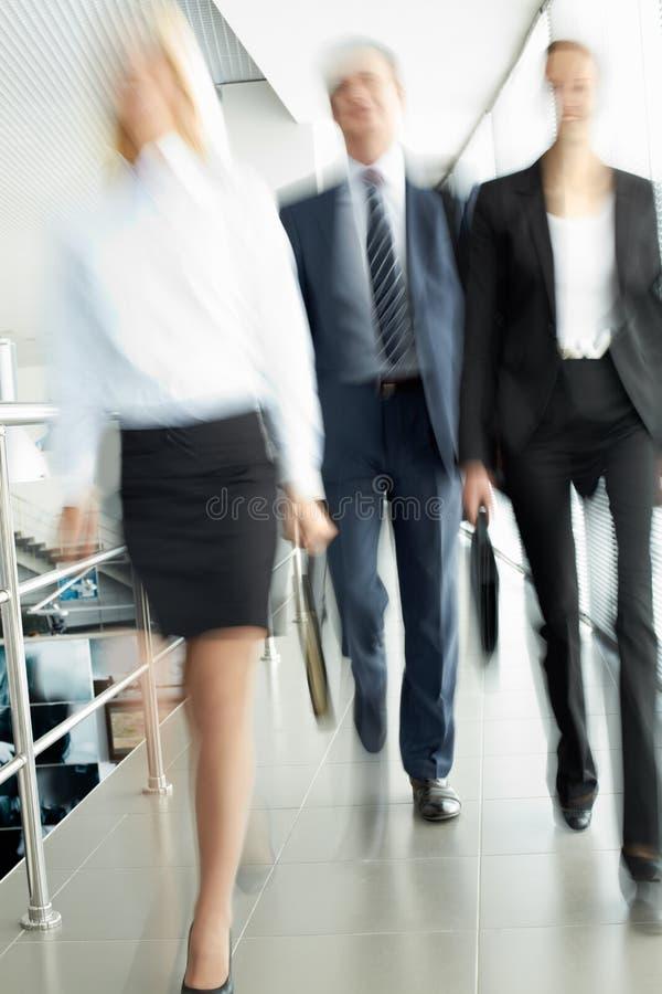 La gente in ufficio fotografia stock
