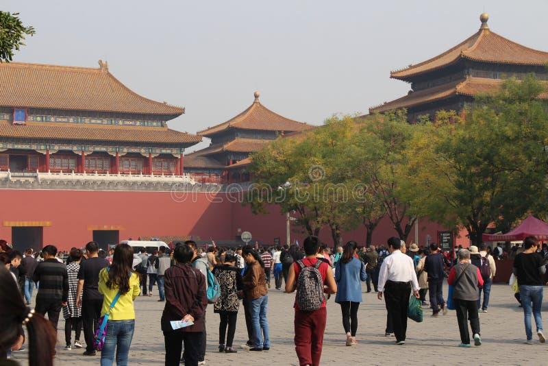 La gente va alla Città proibita in Cina immagini stock