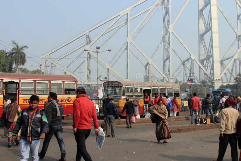 La gente viaja en autobuses públicos fotos de archivo libres de regalías