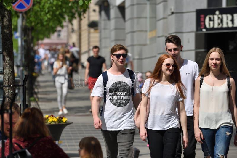 La gente a Vilnius Città Vecchia fotografia stock