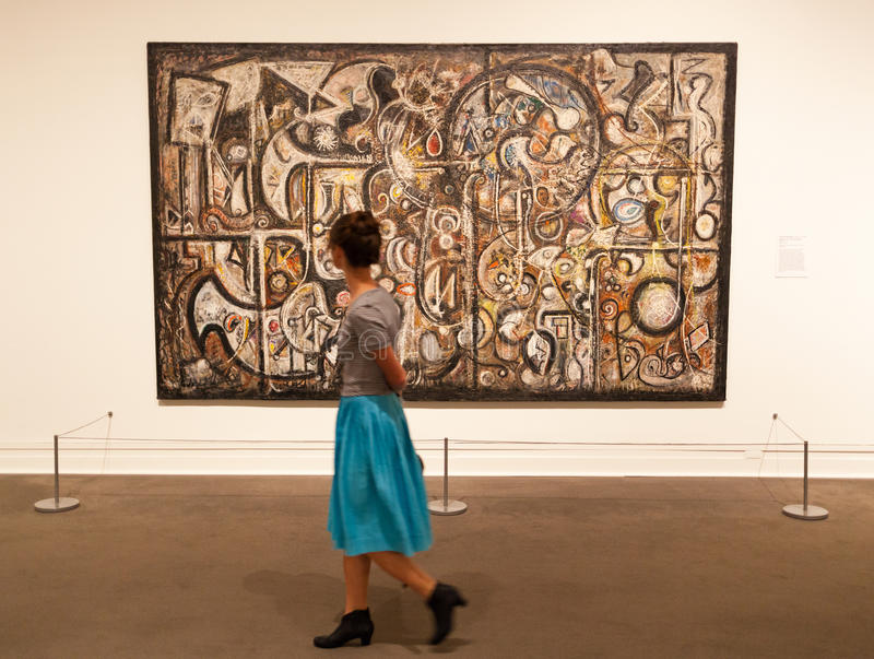 La gente visita el museo de arte metropolitano en Nueva York fotos de archivo