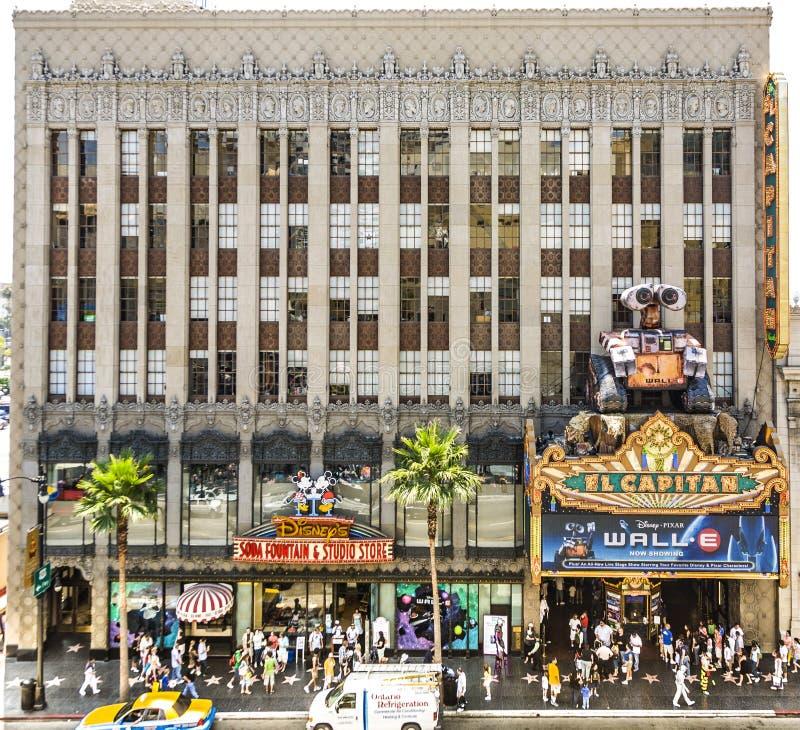 La gente visita el teatro famoso del EL Capitan en Hollywood fotos de archivo