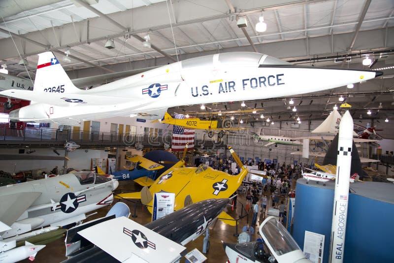 La gente visita il museo piacevole Dallas di volo di frontiere fotografie stock libere da diritti