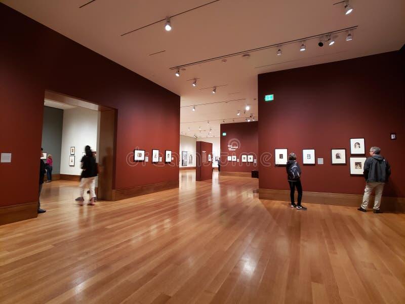 La gente visita J Museo di Paul nel centro U.S.A. di Getty immagine stock libera da diritti