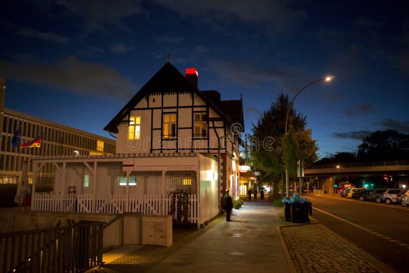 La germania berlino la strada architettura semplice e for Casa tradizionale tedesca