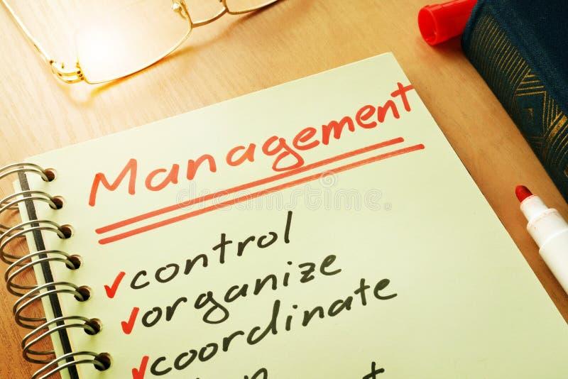 La gestion avec le contrôle de liste, organisent, coordonnent images libres de droits