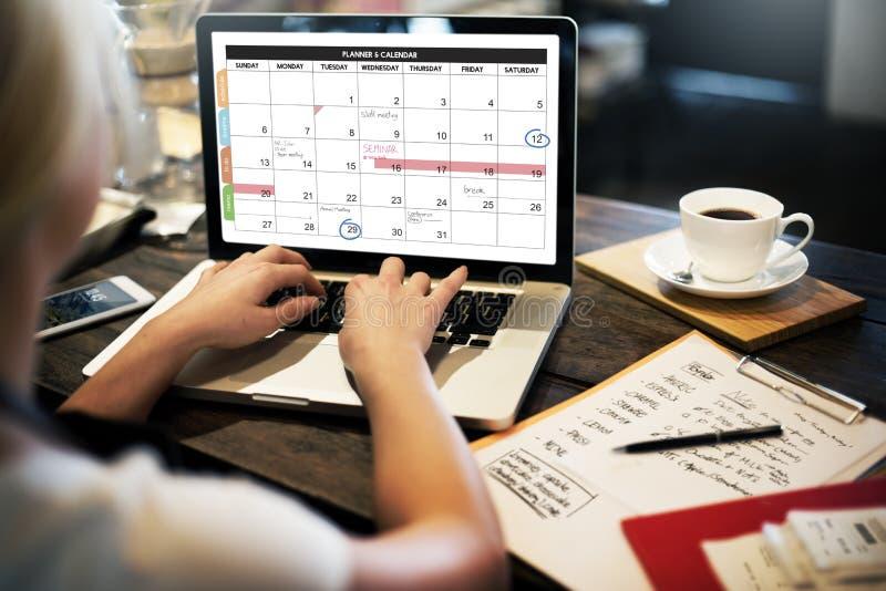 La gestione dell'organizzazione del pianificatore del calendario ricorda al concetto immagine stock