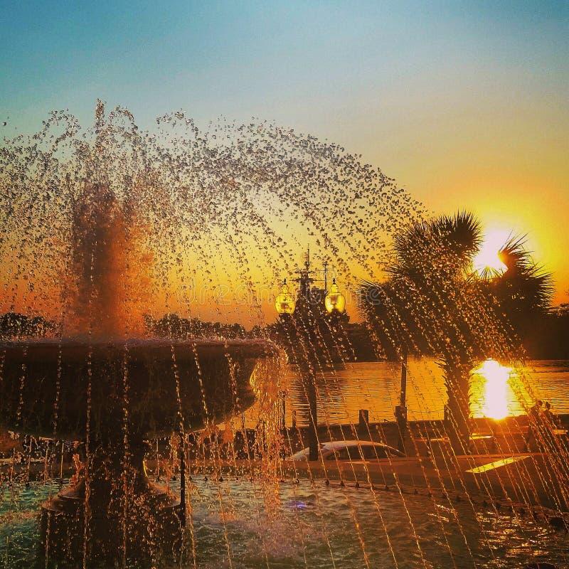 La gioia gradisce una fontana immagine stock