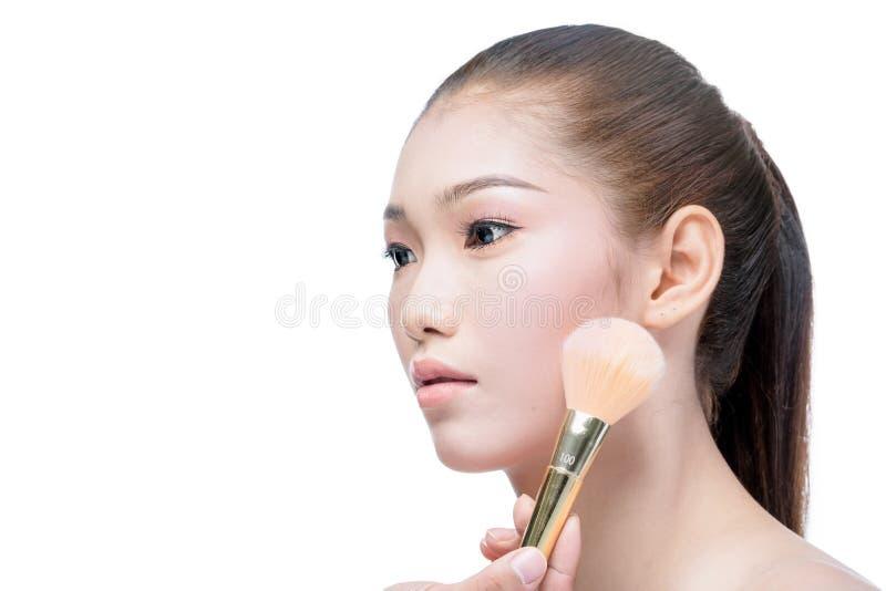 La giovane bella donna asiatica compone immagini stock libere da diritti