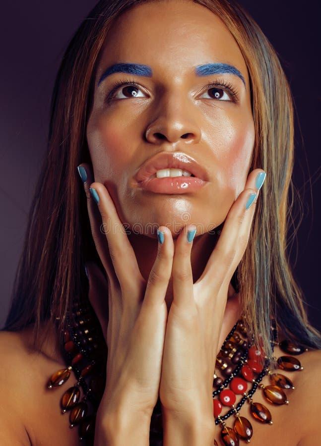 La giovane donna afroamericana con creativo compone fotografia stock libera da diritti