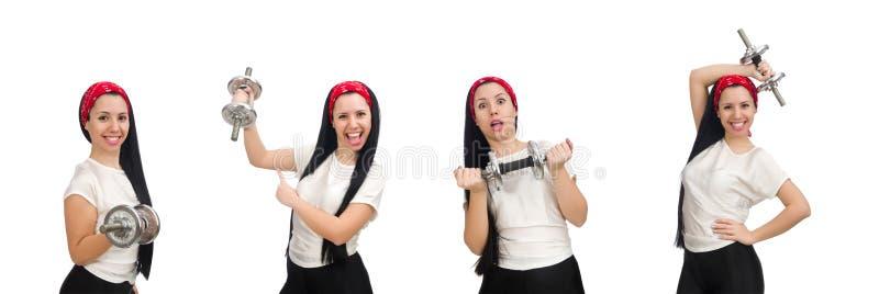 La giovane donna che si esercita con le teste di legno fotografia stock