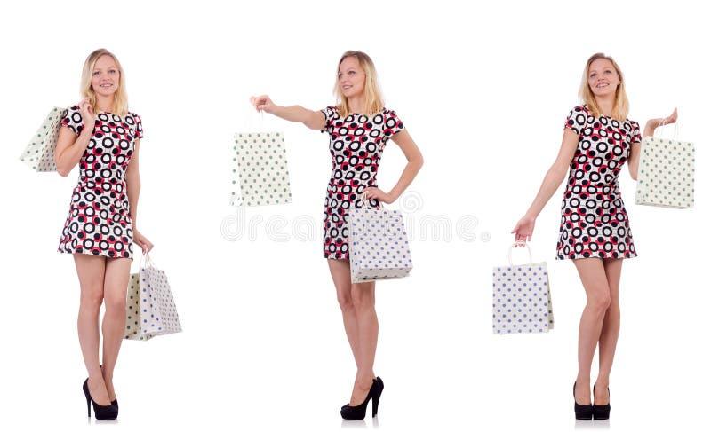 Download La Giovane Donna Con I Sacchetti Della Spesa Su Bianco Fotografia Stock - Immagine di montage, bello: 117978064