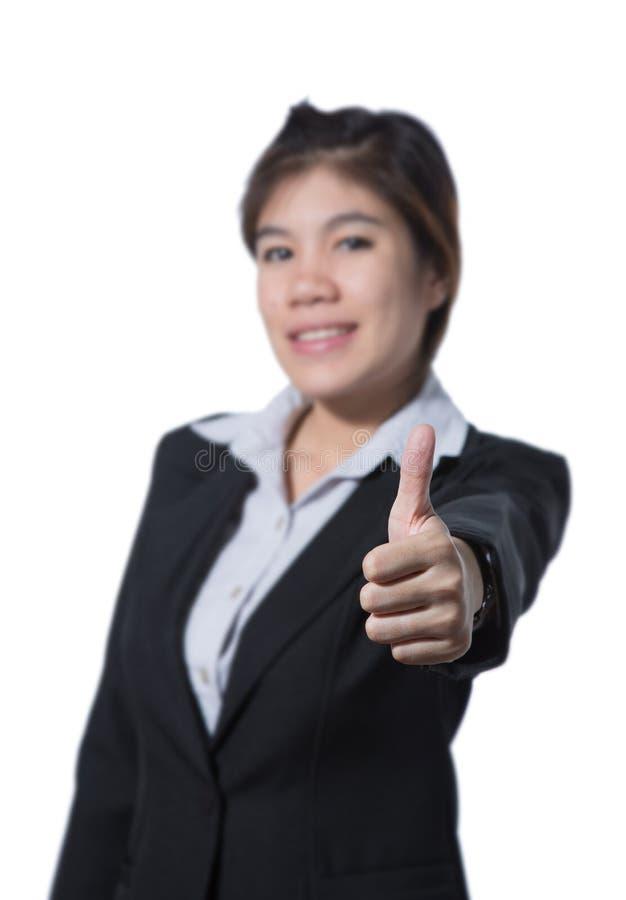 La giovane donna di affari che mostra il pollice sulla mano, concetto di affari di successo, buon lavoro, approva, accetta, accon fotografia stock libera da diritti